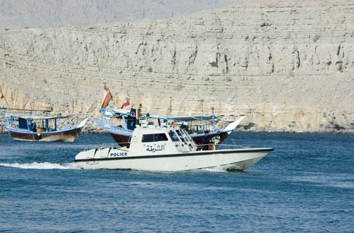 خفر السواحل تقدم المساعدة لـ 20 صيّاداً