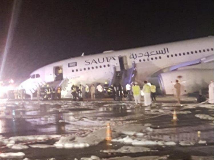 بالفيديو.. هكذا أنقذ قائد طائرة سعودية 141 راكبا من موت محقق