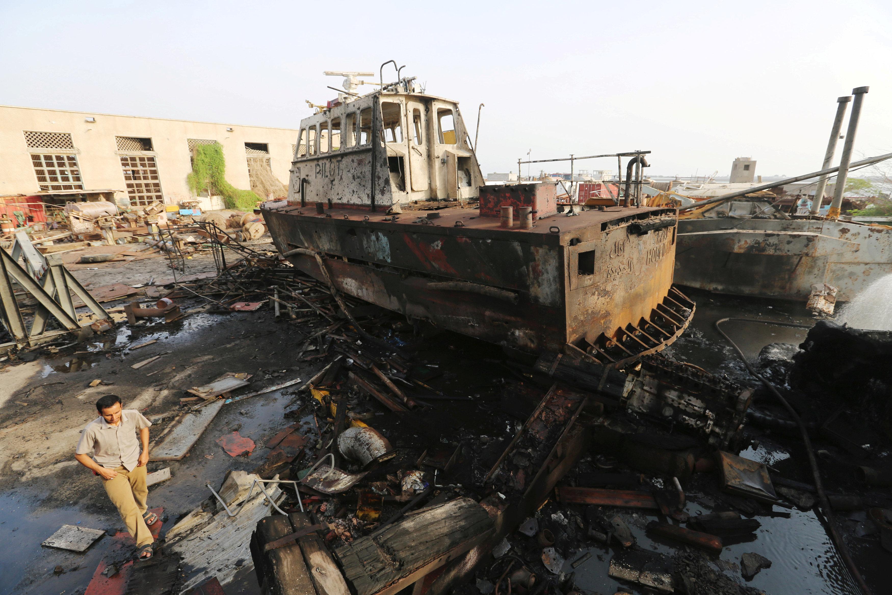 Saudi-led coalition forces close in on Yemen port city Hodeidah
