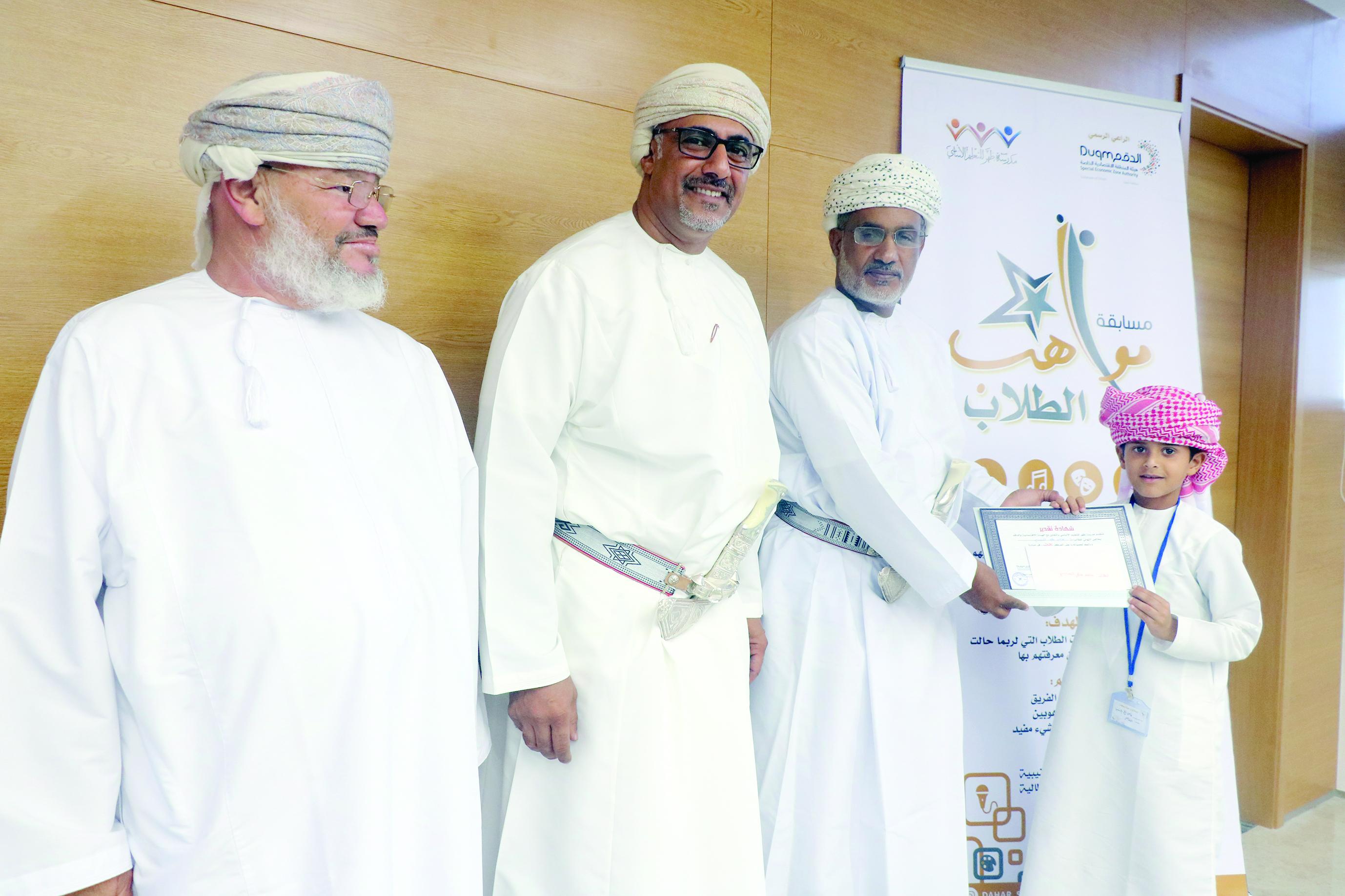 تكريم الفائزين في مسابقة مواهب الطلاب