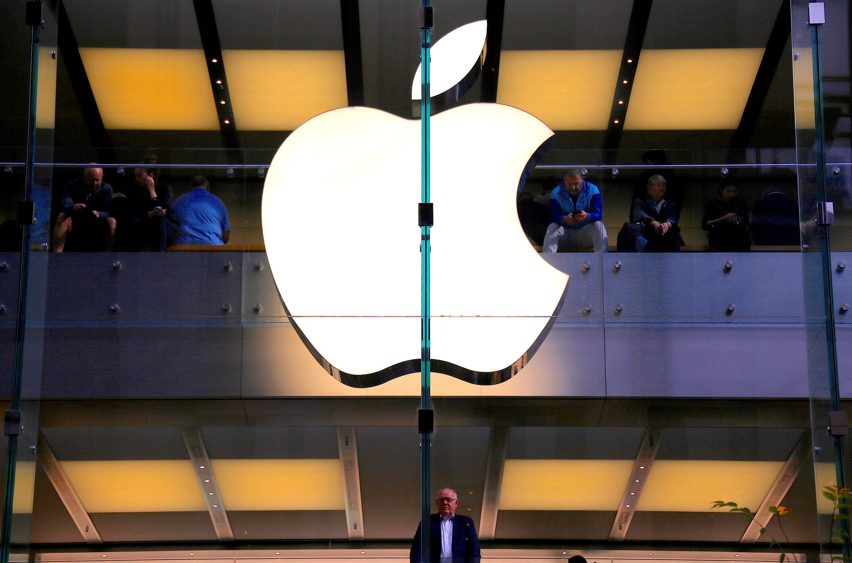 Apple to debut phone-to-phone augmented reality