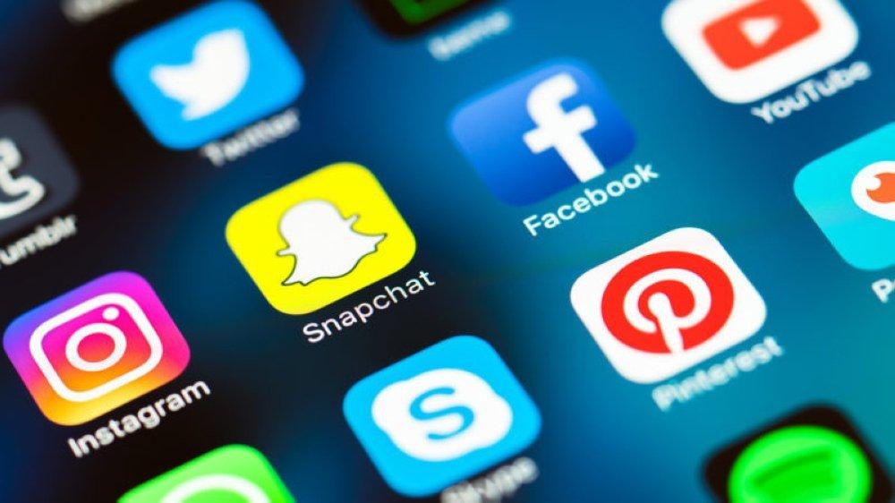 ضوابط التواصل الاجتماعي بالتقنيات الحديثة « 3-3»