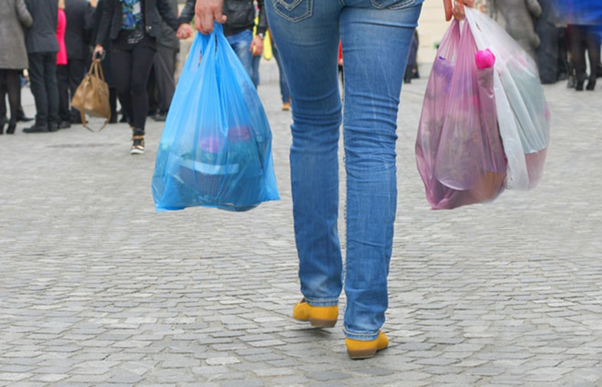 Government poll: Should plastic bags be banned in Oman?