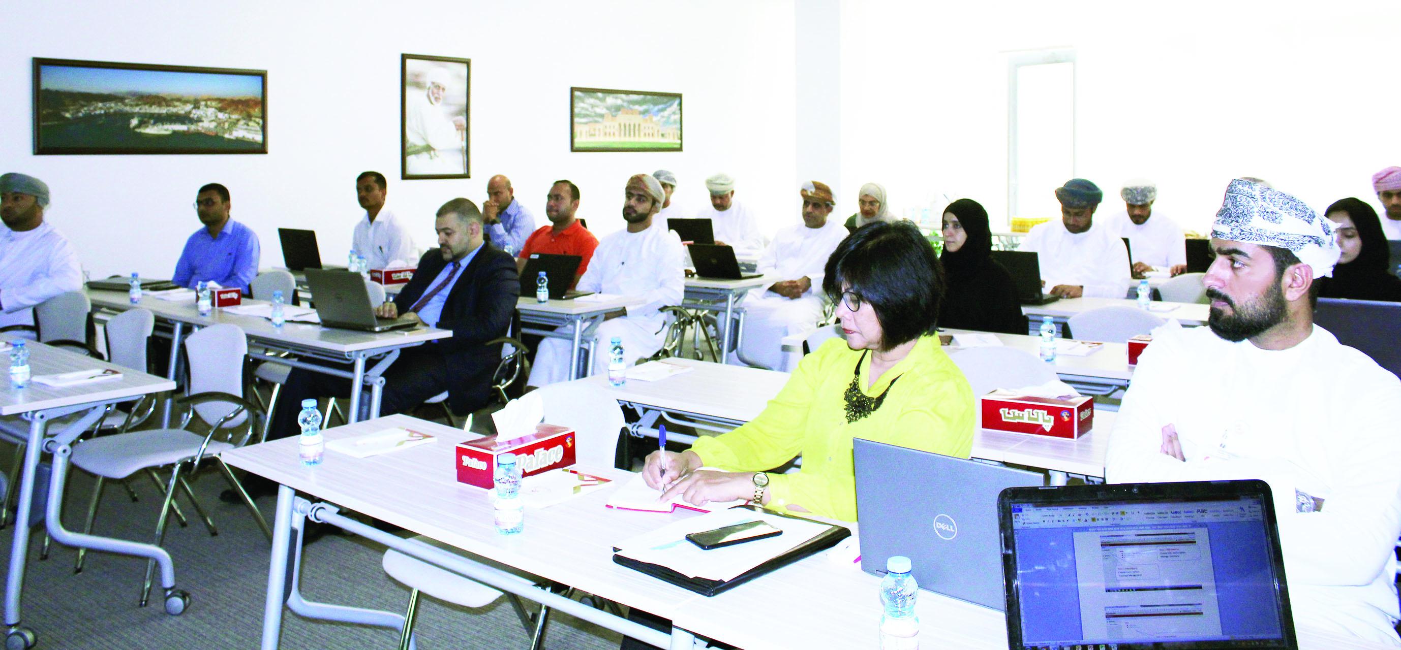 جلسة تدريبية لتطبيق نظام       الإدارة الإلكتروني لـ«شراكة»