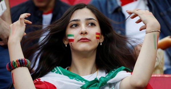 الرئيس الإيراني يعطي الضوء الأخضر لحضور النساء إلى استادات كرة القدم