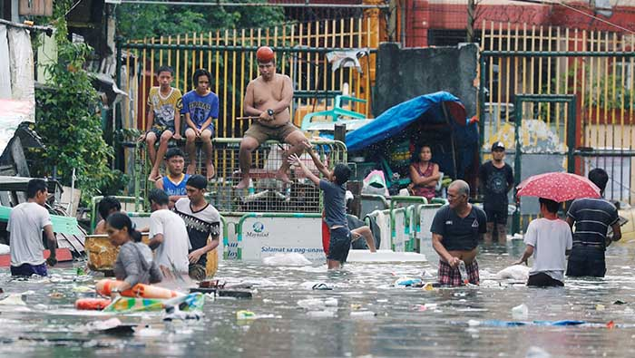 Over 19,000 families displaced by tropical storm in Philippines