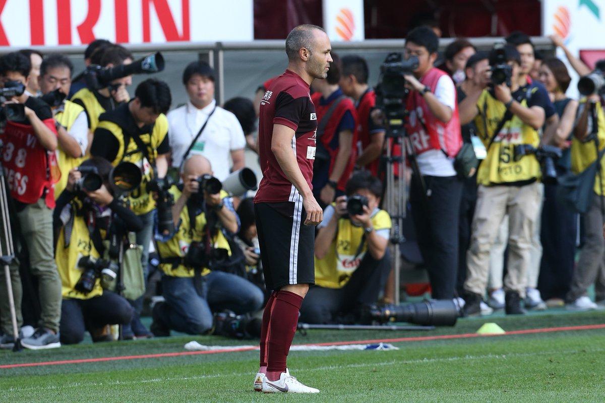 بالصور.. إنييستا يسجل ظهوره الأول مع فريقه الجديد بالدوري الياباني