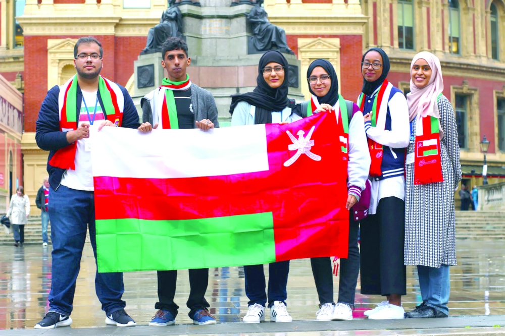 12 طالبا وطالبة من السلطنة إلى لندن للمشاركة في منتدى عالمي