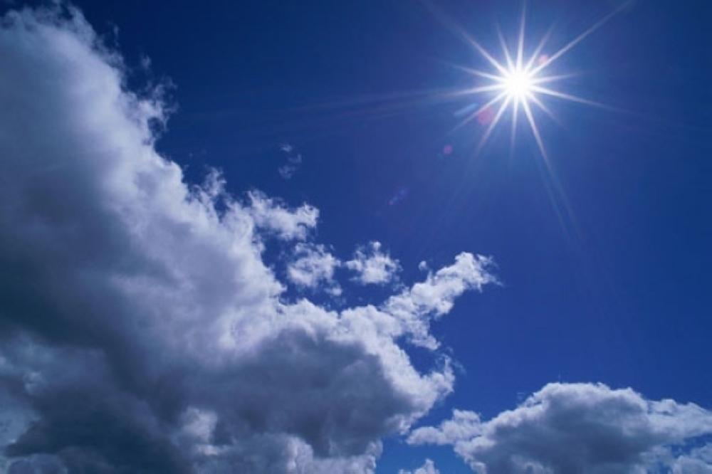 أجواء مشمسة وأمطار متفرقة محتملة على جبال الحجر بعد الظهيرة