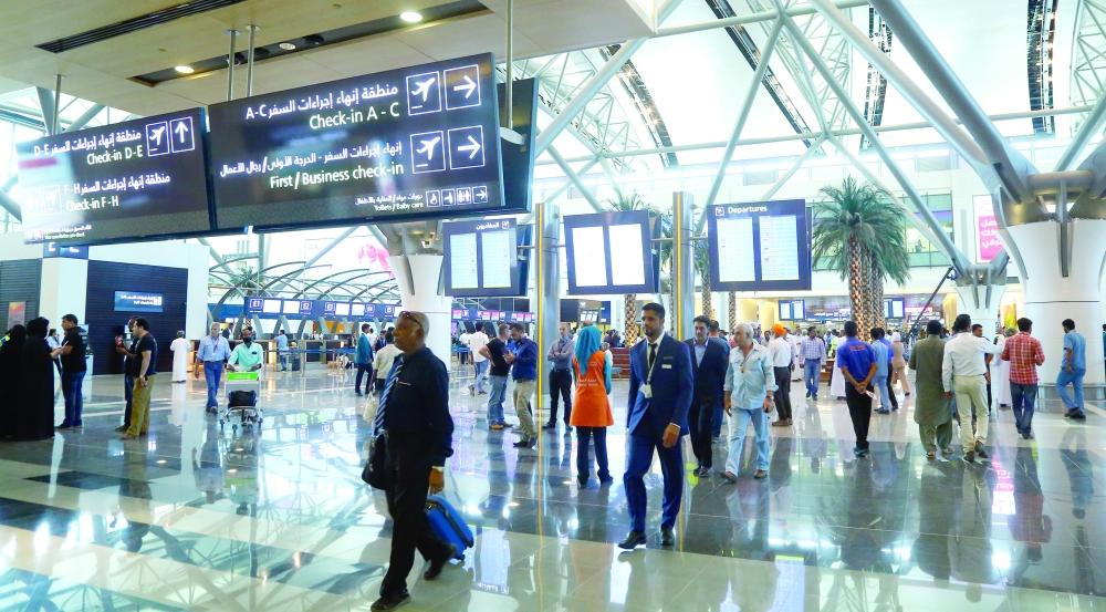 ارتفاع عدد المسافرين عبر مطاري مسقط وصلالة