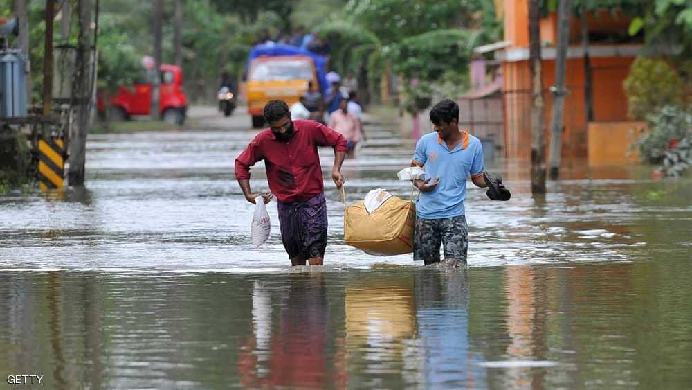 بالصور.. انحسار المياة يكشف عن ضحايا جدد لفيضانات الهند