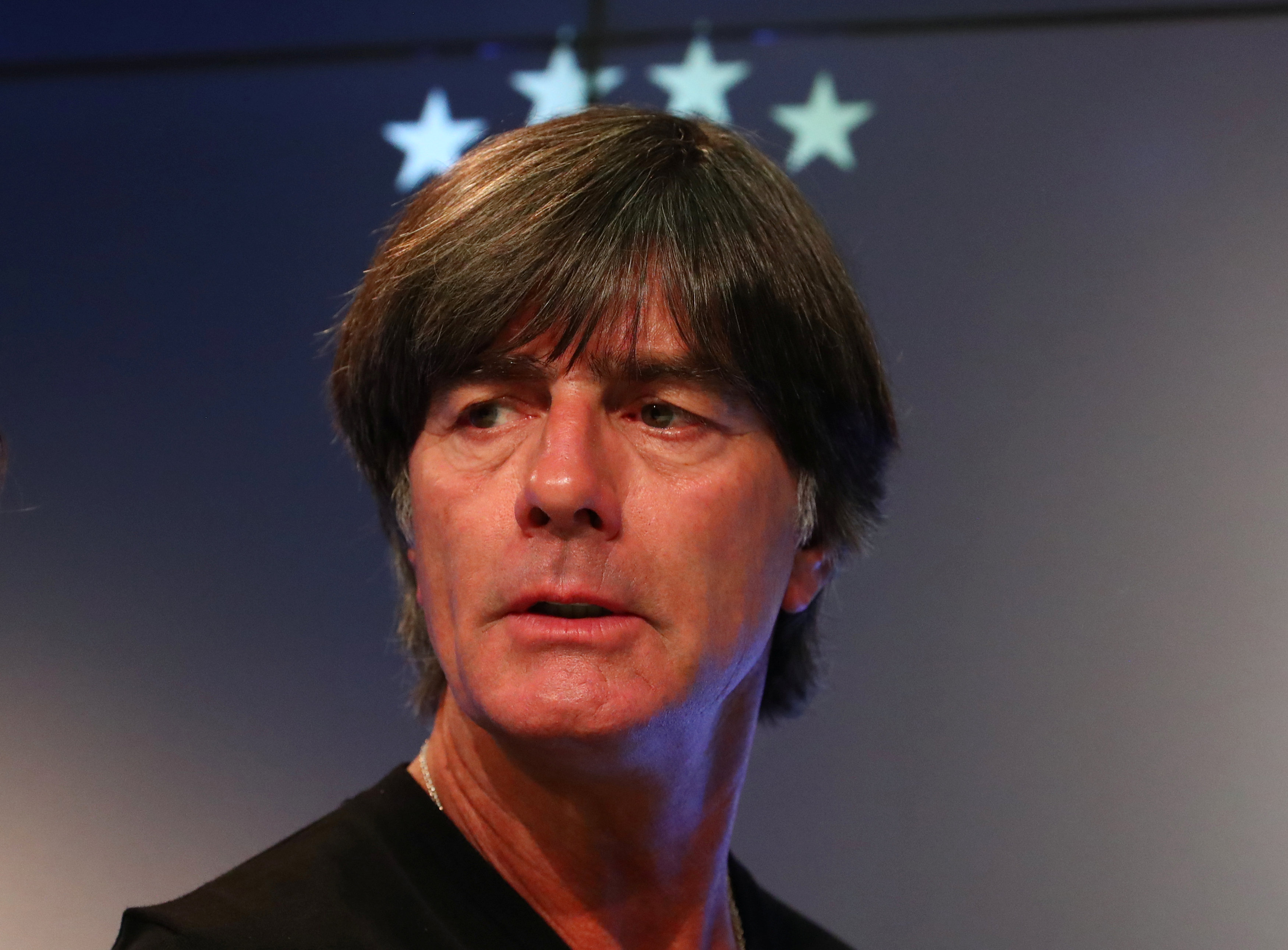 Football: Germany's Loew repeatedly snubbed by Ozil after national team exit