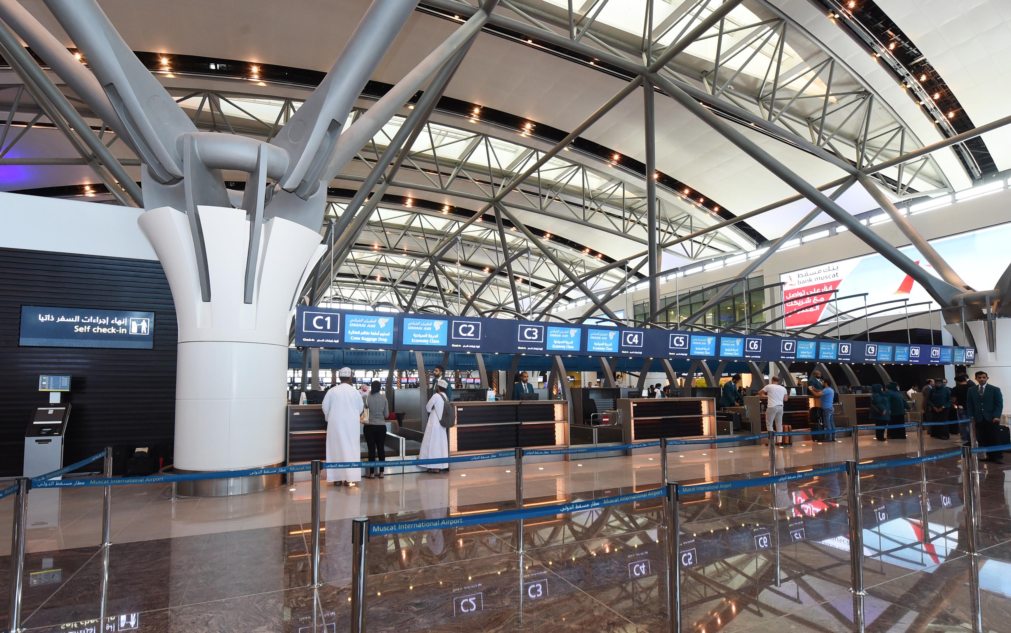 هذا أكثر ما لفت الأنظار في مطار مسقط الجديد ودفع الزوار للانبهار