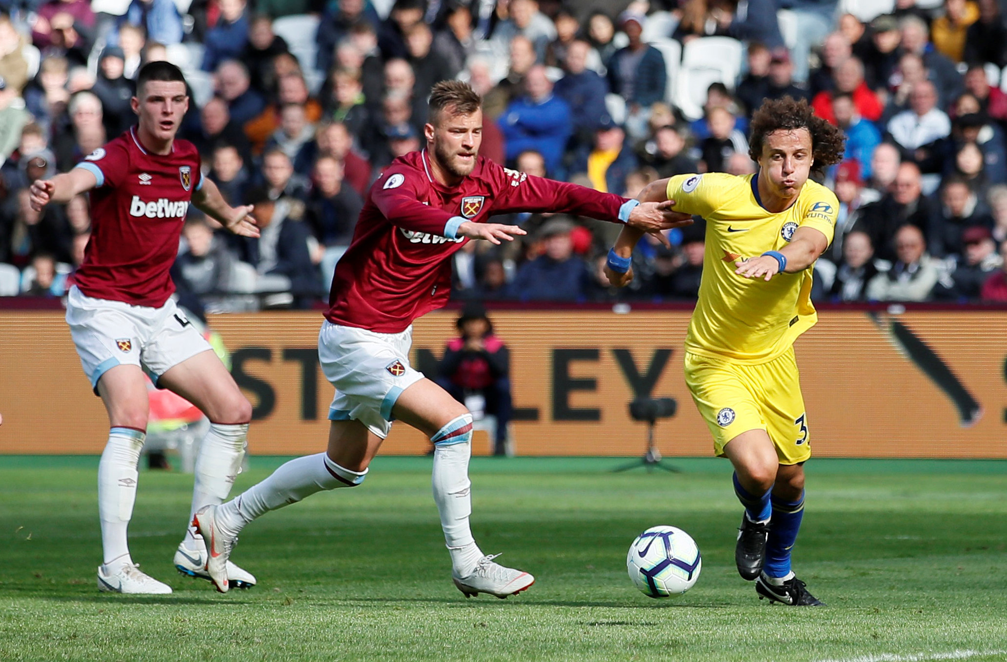 Football: Chelsea drop first points with 0-0 draw at West Ham