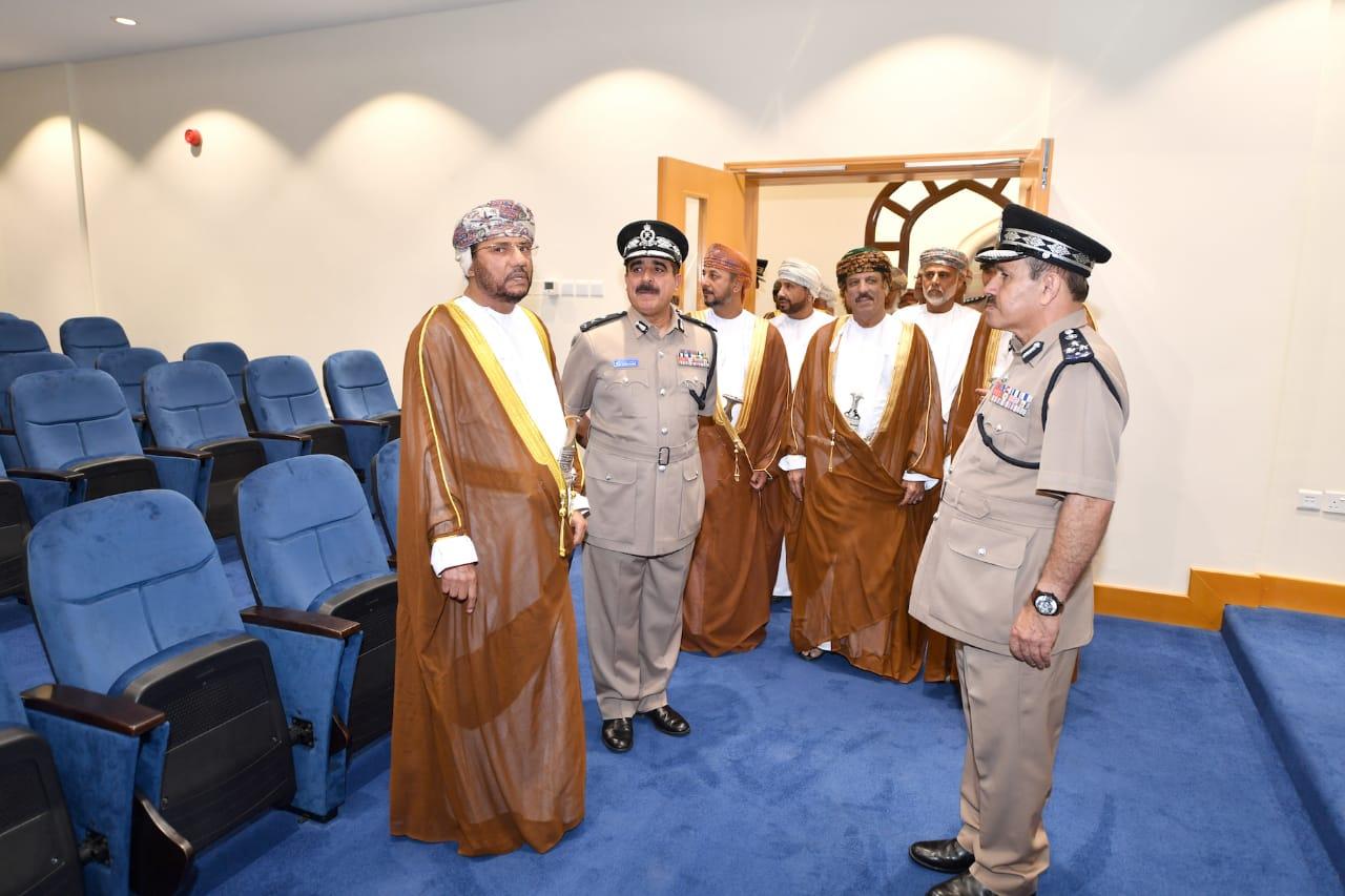 هذه مواصفات مركز شرطة عوقد الذي احتفلت شرطة عمان السلطانية بافتتاحه