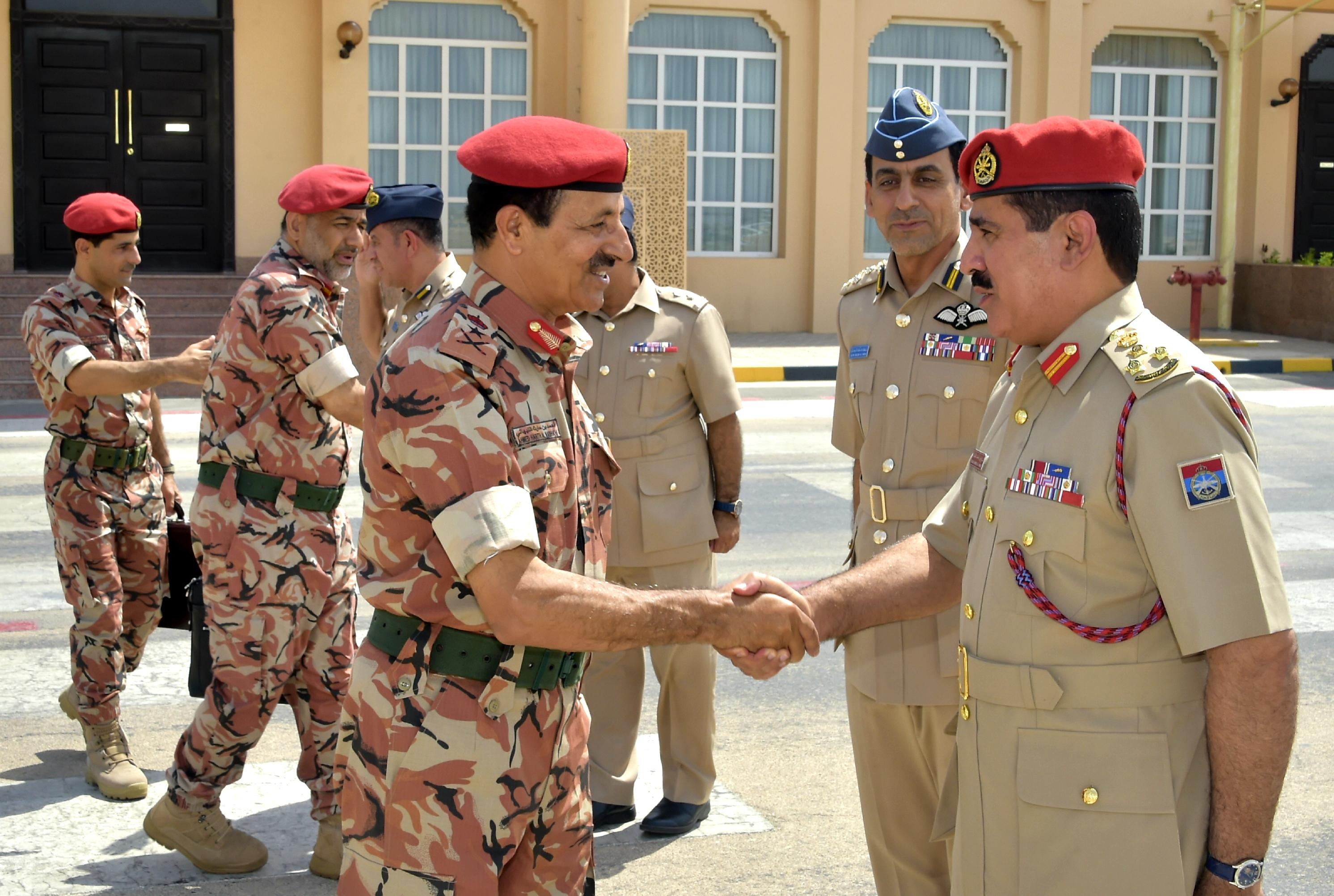 رئيس أركان قوات السلطان المسلحة يتوجه إلى دولة الكويت