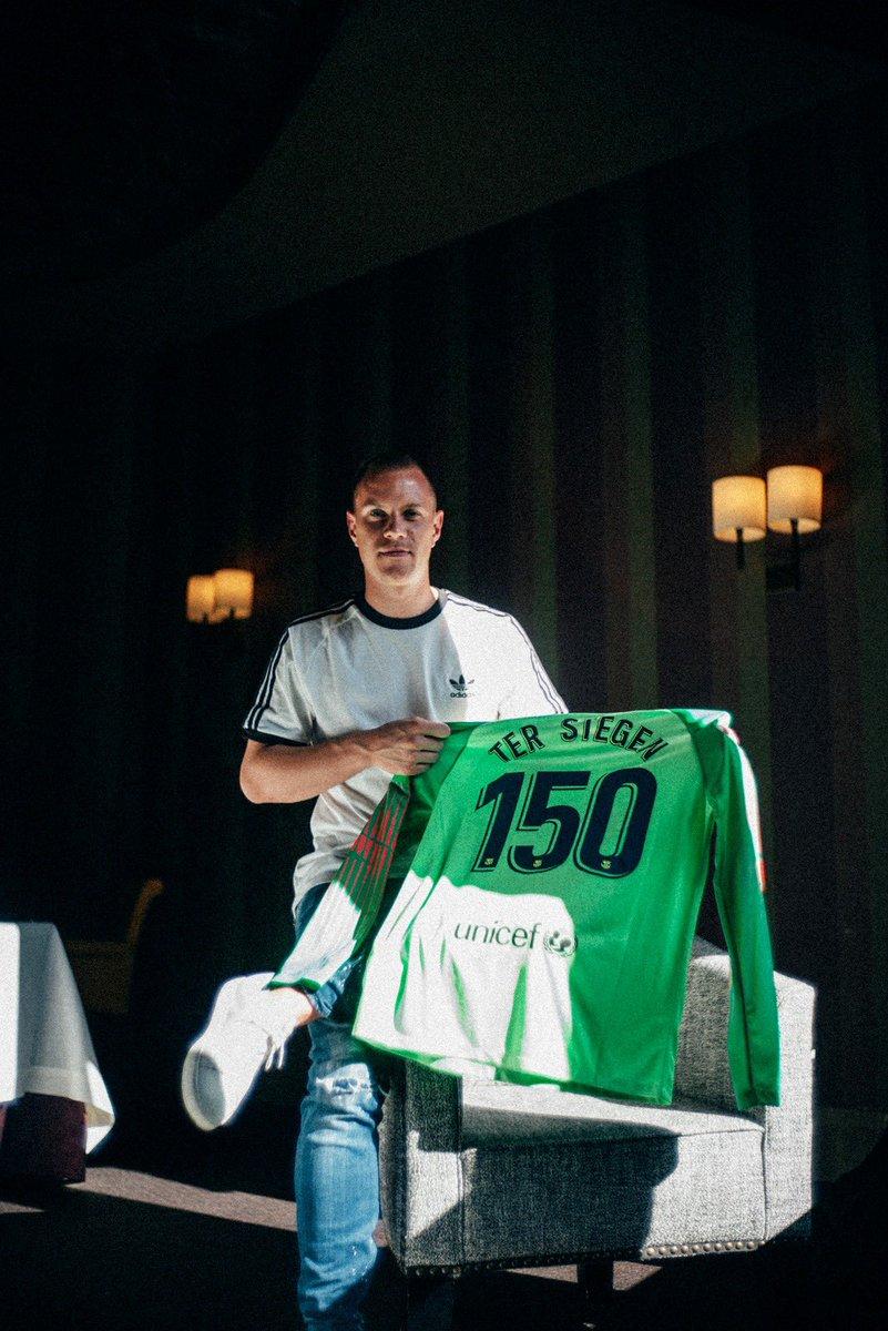 بالصور.. هكذا أحتفل تير شتيجن بوصوله إلى رقم جديد مع برشلونة