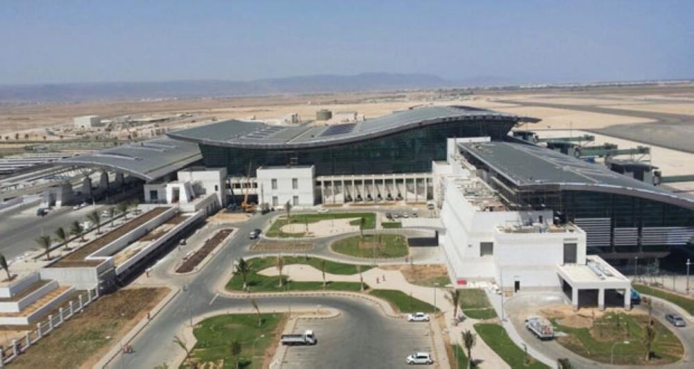 الحركة مستمرة في مطار صلالة.. ولا صحة للشائعة المتداولة