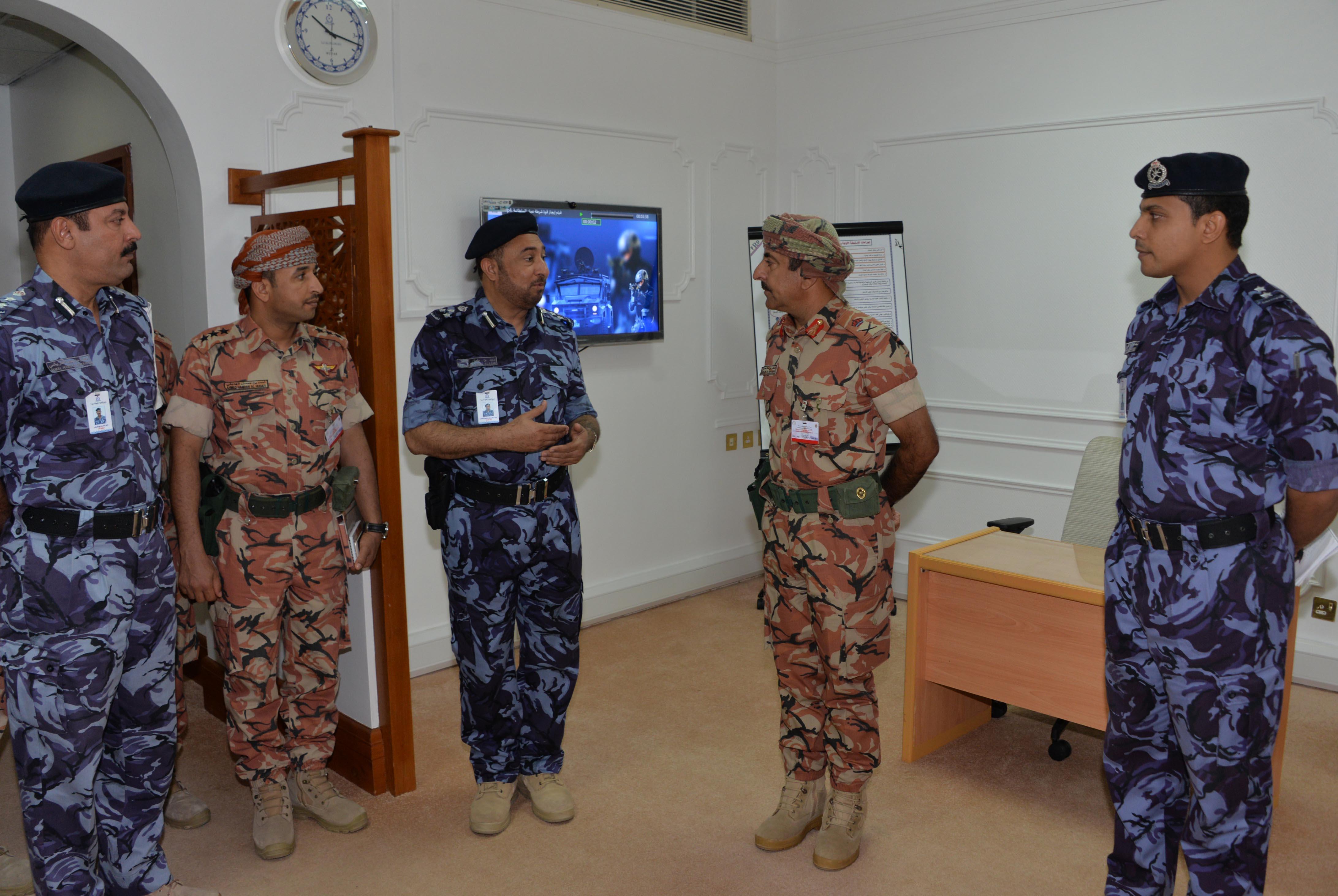 قائد الجيش يشيد بالجهود الفاعلة للشرطة واللجنة الوطنية للدفاع المدني