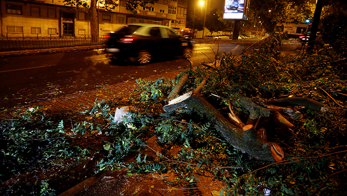 Storm 'Leslie' hits Portugal, leaves thousands without power