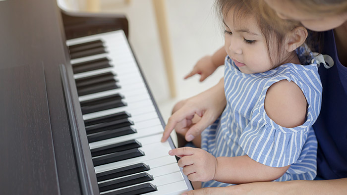5 ways learning piano can boost kids' confidence