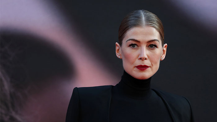 Actress Rosamund Pike plays war reporter Marie Colvin in upcoming film