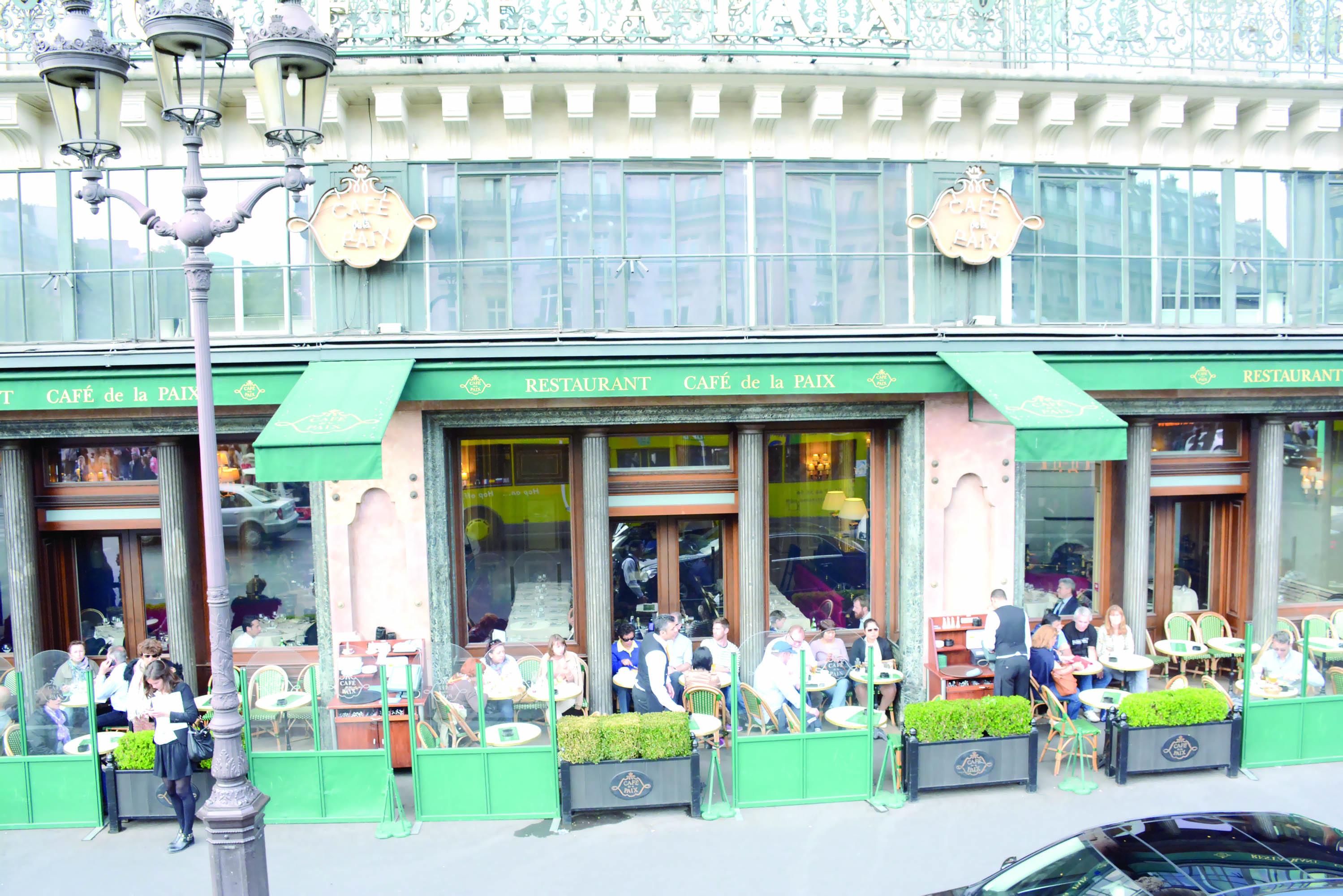 مقاهي باريسمن منارات الفكر إلى مساحات لصور السياح
