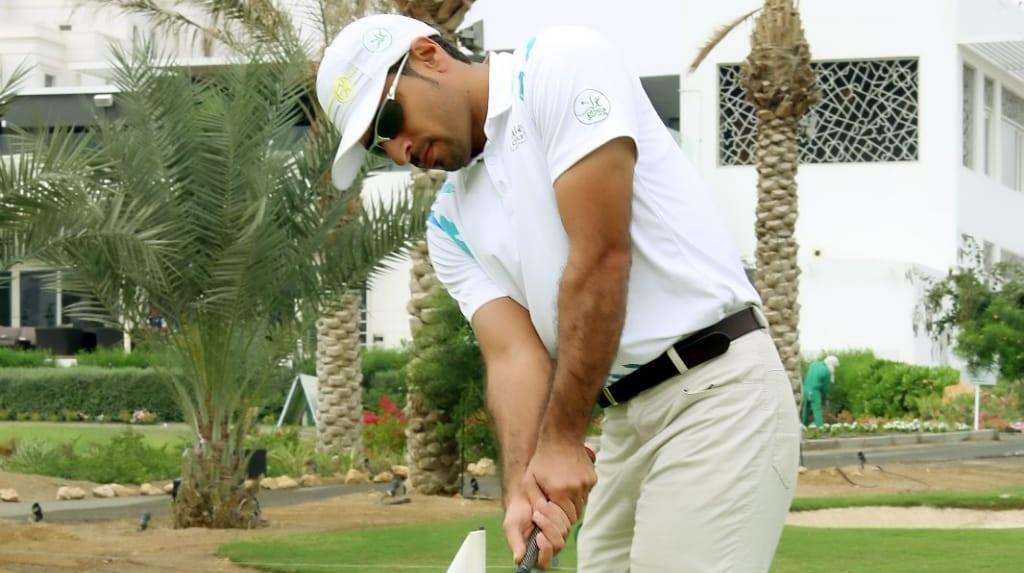 أحمد الفارسي أول مدرب عماني في لعبة الجولف!