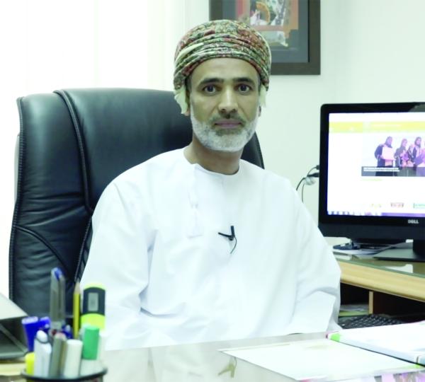 أكاديمي من جامعة السلطان قابوس يحصل على جائزة المحكم المتميز