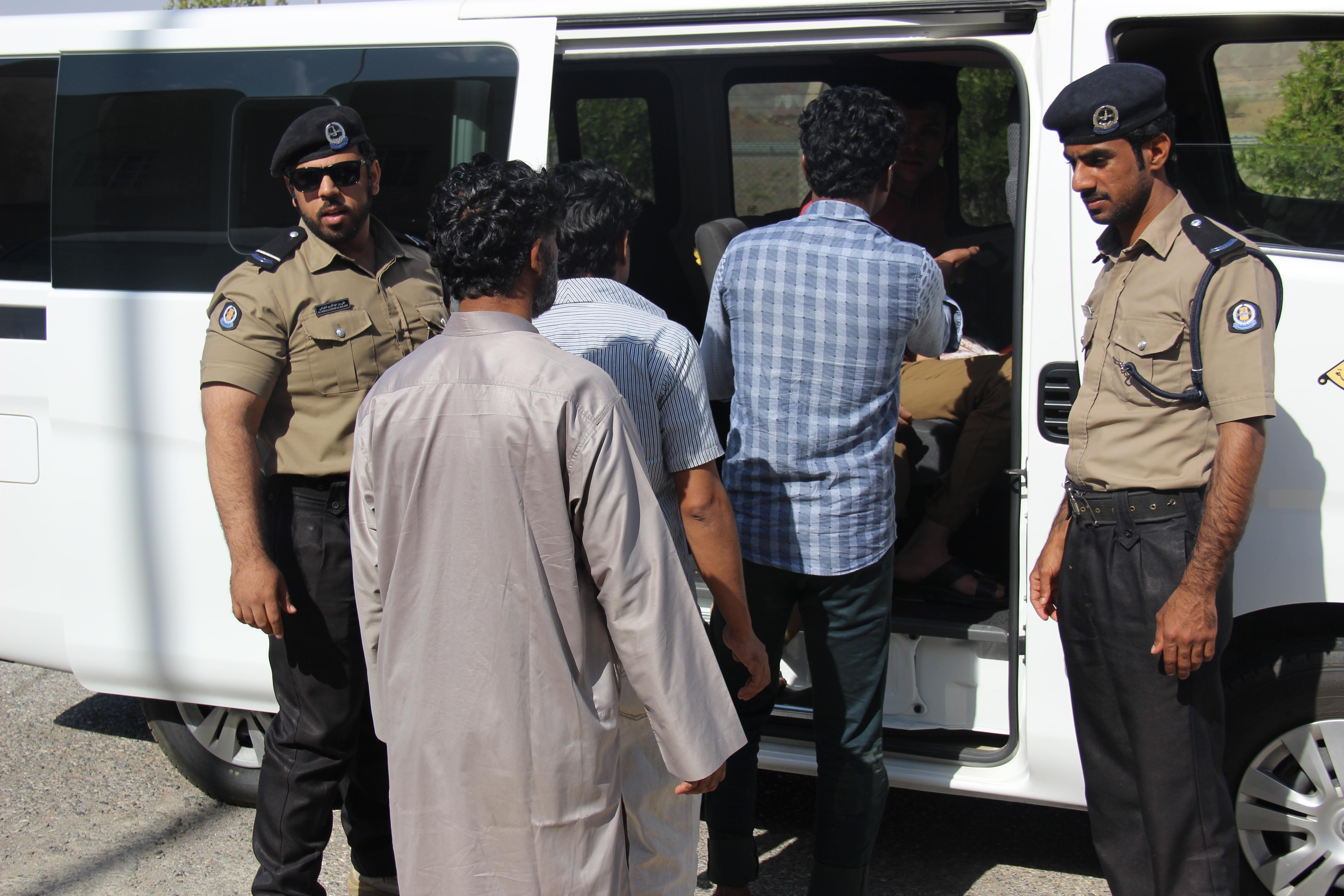 ضبط 377 عاملاً وعاملة فجر اليوم