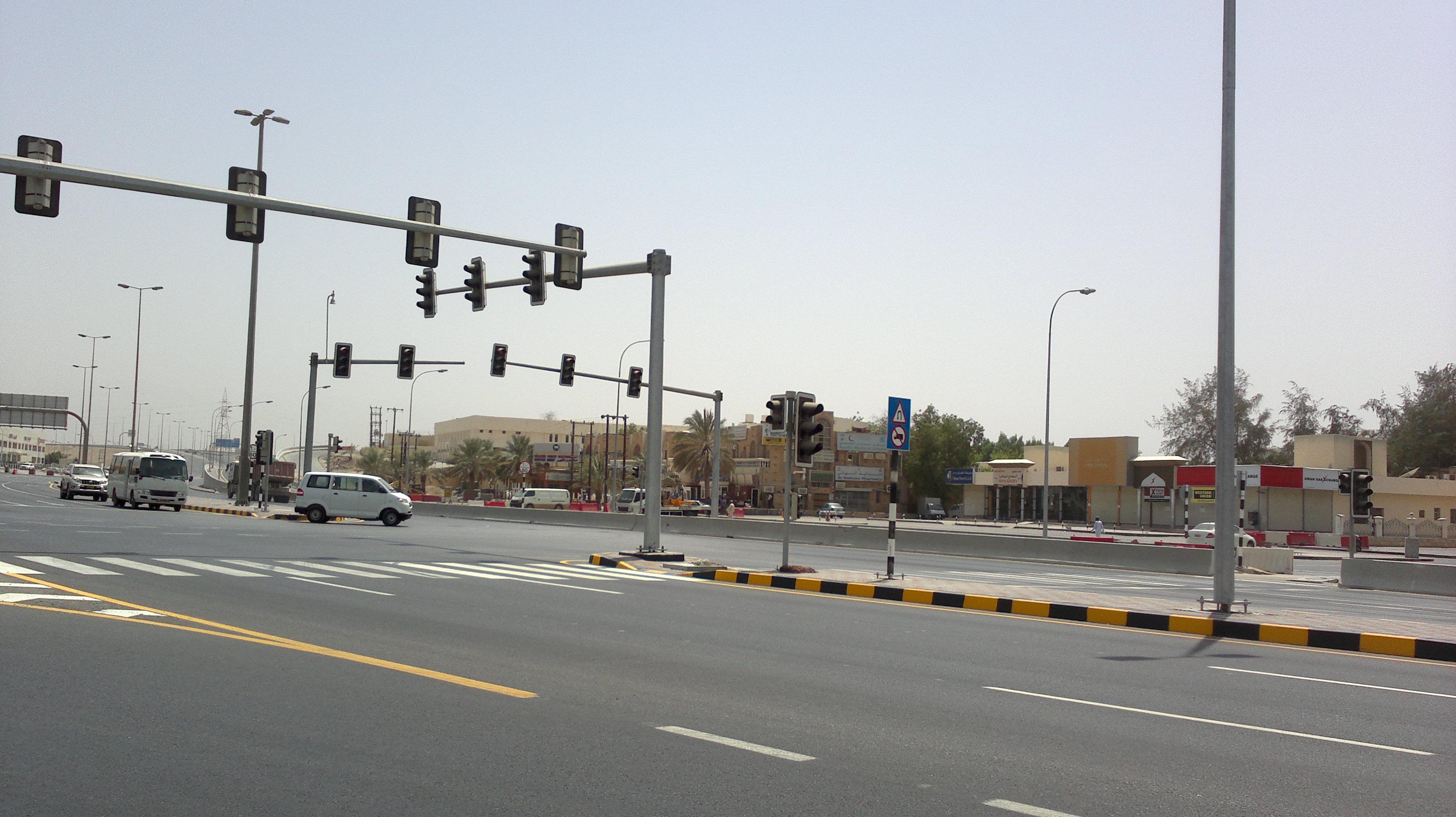 تعطل  بعض الإشارات الضوئية في محافظة مسقط وبركاء