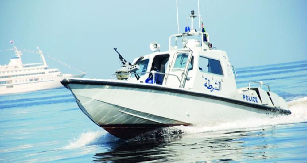 بعد تعطل قاربهم في عرض البحر.. خفر السواحل تنقذ 6 أشخاص