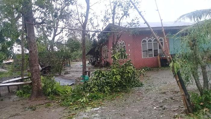Typhoon Yutu weakens as it slams ashore in northern Philippines