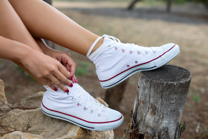 5 ways you can style your sneakers