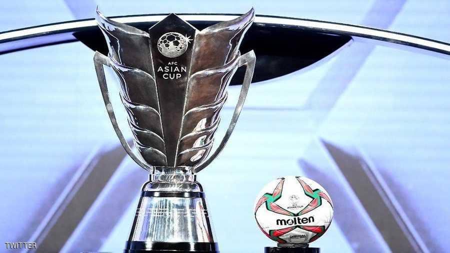عرض كأس آسيا بشكلها الجديد في مبنى الاتحاد العماني لكرة القدم