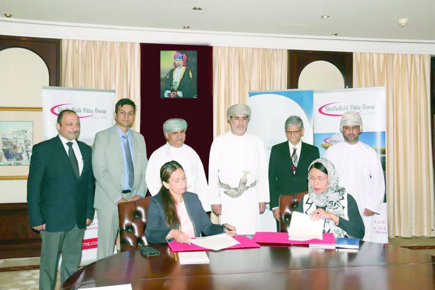 الصندوق الوطني يوقع اتفاقية لتدريب 1000 عماني