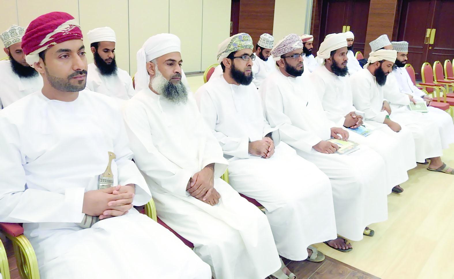 دورة تدريبية لأئمة المساجد بولايتي سمائل وبدبد