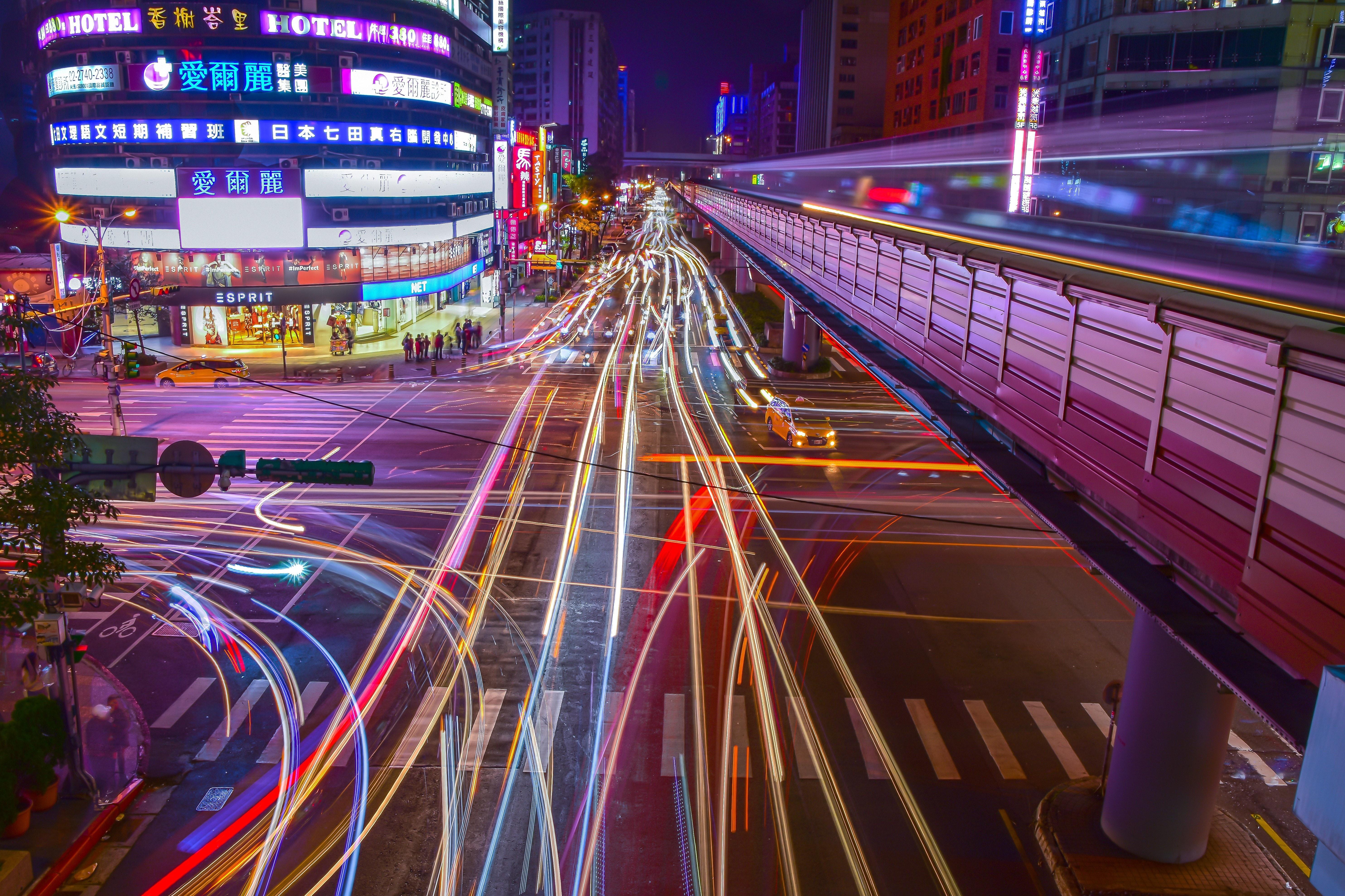 بالتفاصيل.. نظام إنارة ذكي للشوارع يقلل من استهلاك وقود المركبات