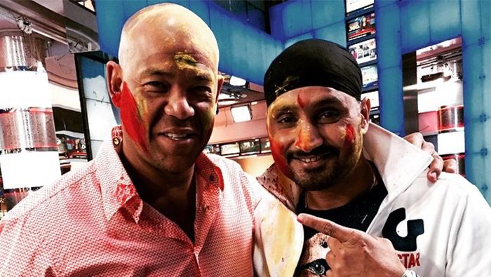 Cricket: Symonds reveals Singh's emotional apology over 'monkeygate'