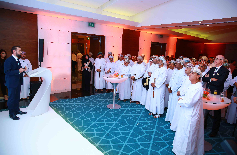 في خطوة عالمية.. مطار مسقط الدولي يدشن خدمة جديدة لكبار الشخصي