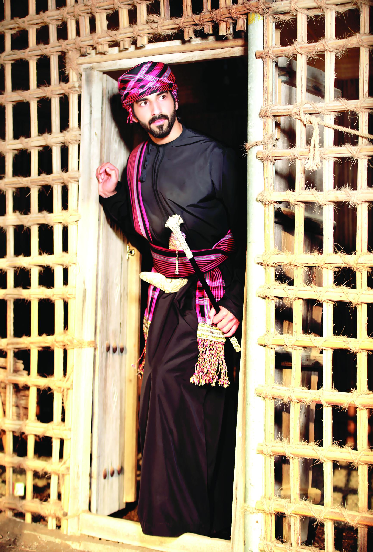 مصطفى اللواتي.. نجم على ممشى الأزياء