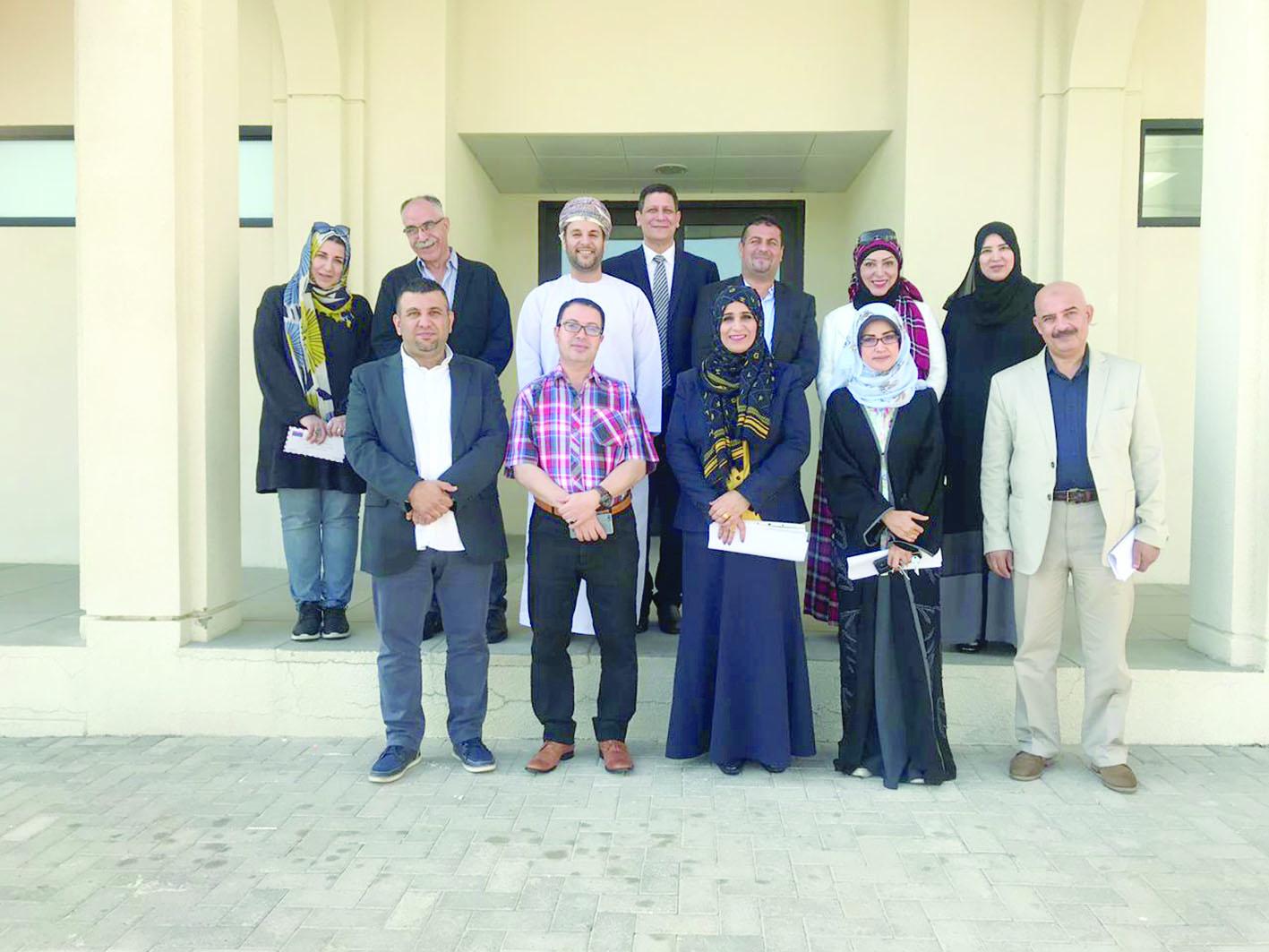 تقييم مشاريع تخرج طلبة التربية الفنية في جامعة السلطان قابوس