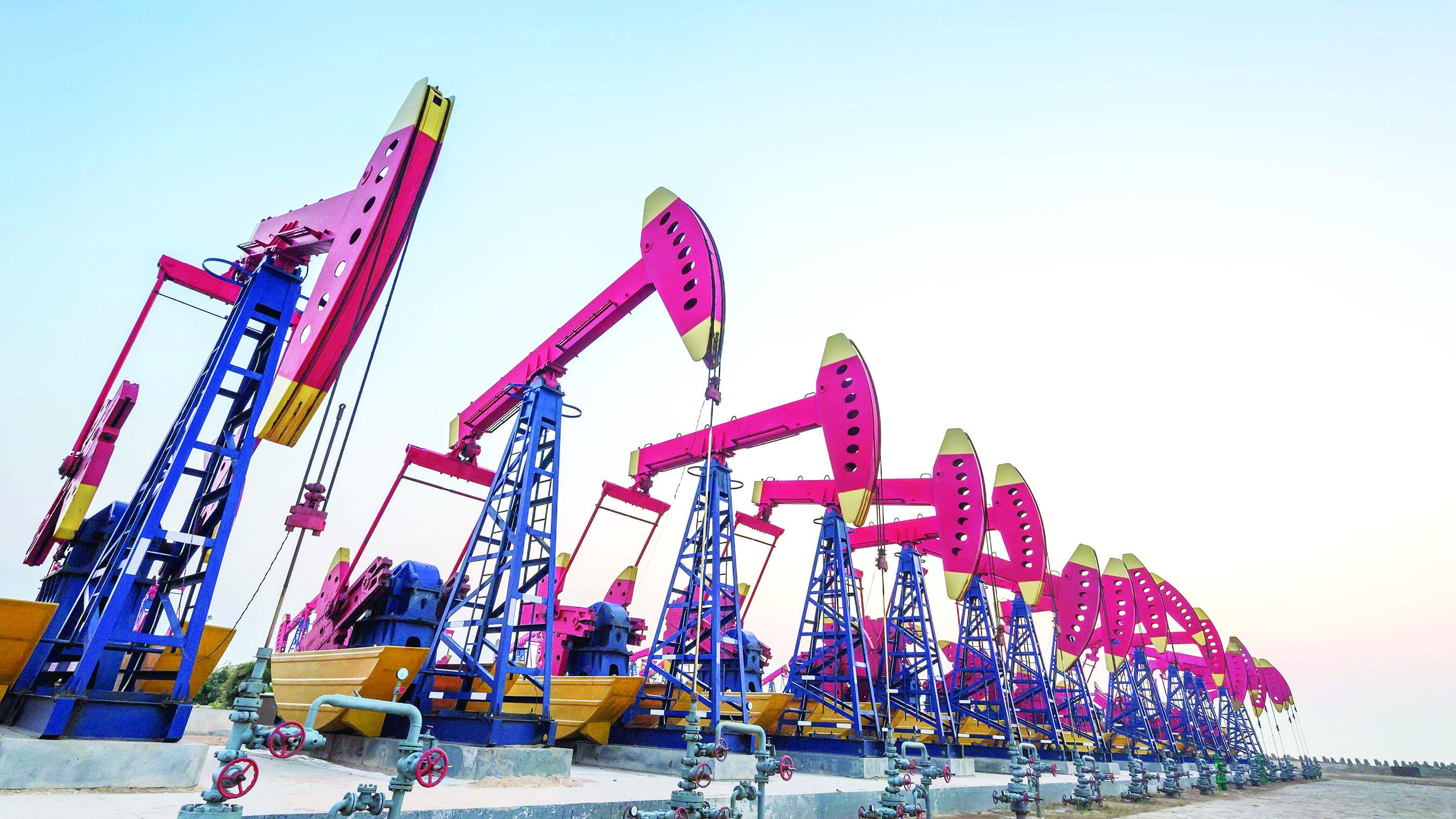 متوسط سعر النفط العماني يرتفع 35 %