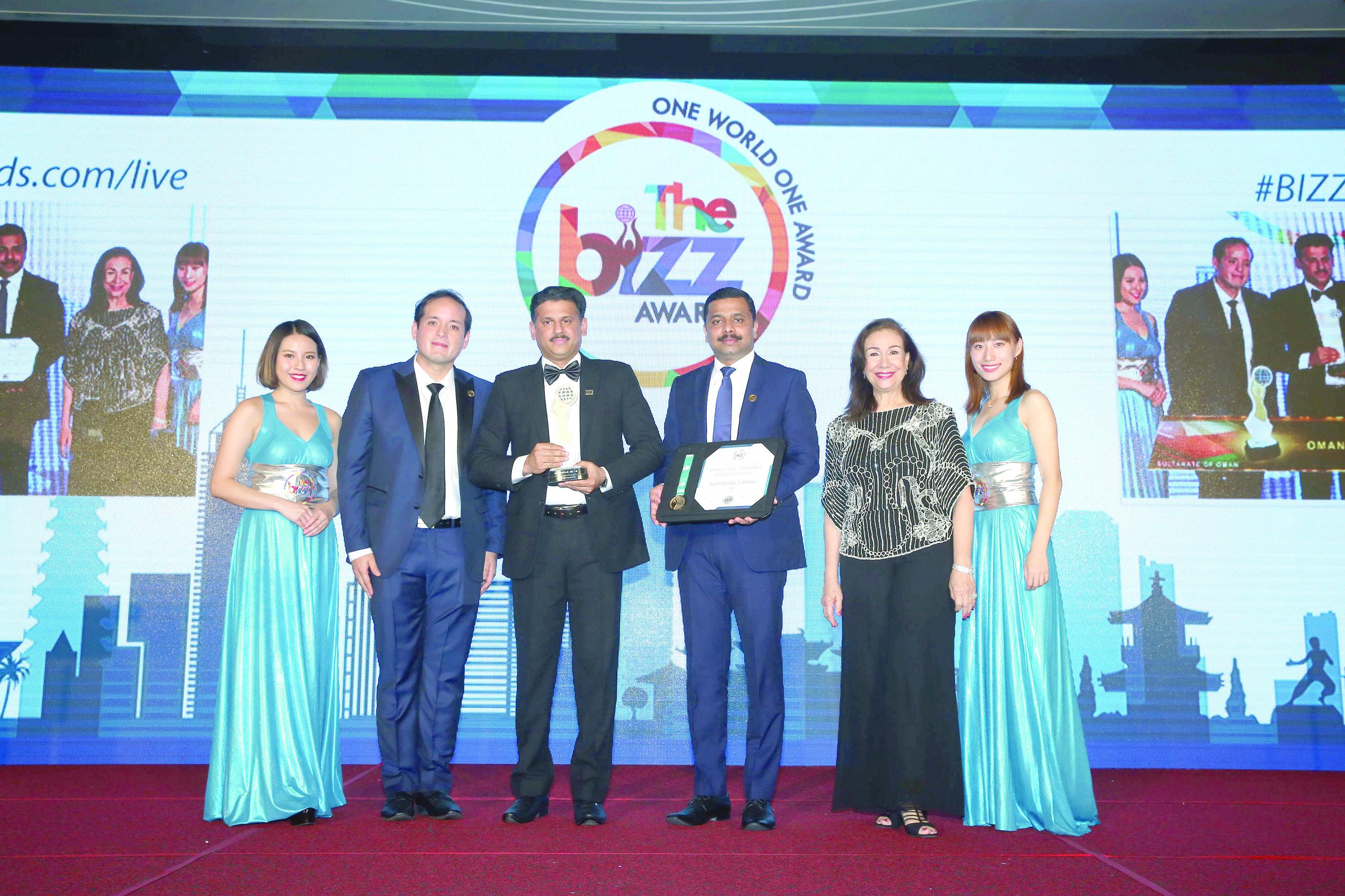 """للعام السابع على التوالي""""عمان والإمارات للصرافة"""" تحصد جائزة التميز"""