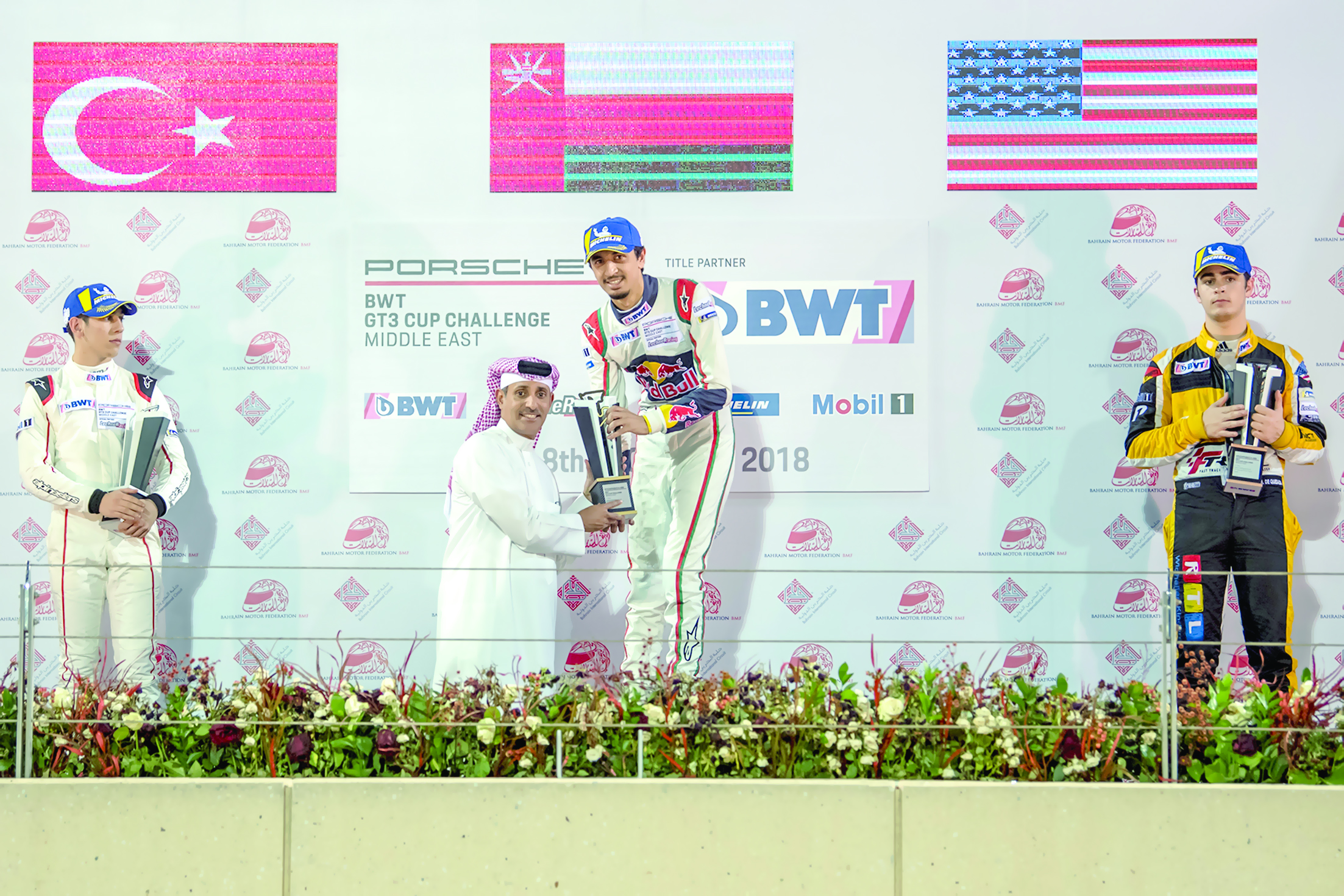 في بُطولة تحدي كأس بورشهالفيصل يواصل تألقه على منصات التتويج في البحرين
