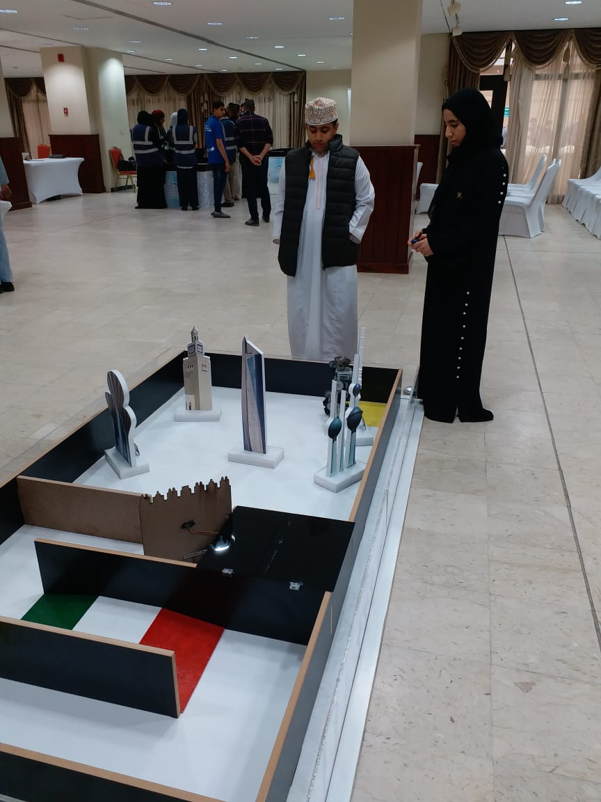 قصة نجاح عمانية تحدت الصعاب.. سندس واليمان يتقدمان على الجامعيين في مسابقة روبوت عربية