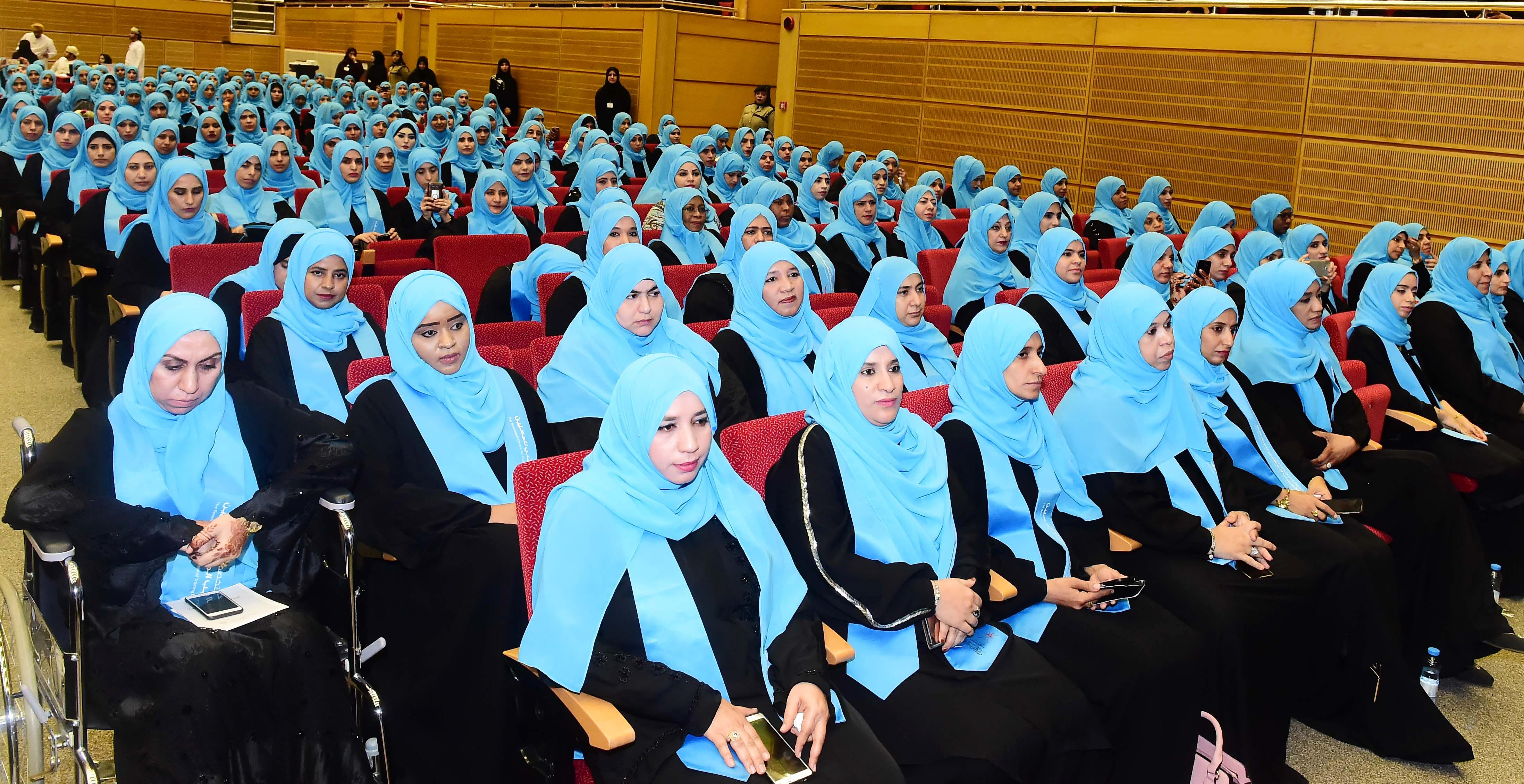 Ministry celebrates as more than 1,800 teachers complete training