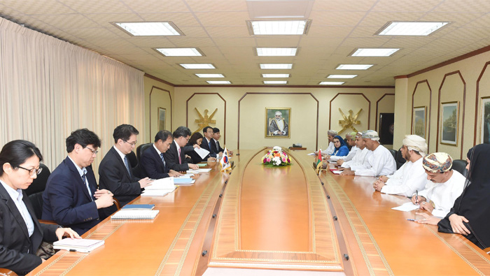 Oman, South Korea discuss means to boost trade, investment cooperation