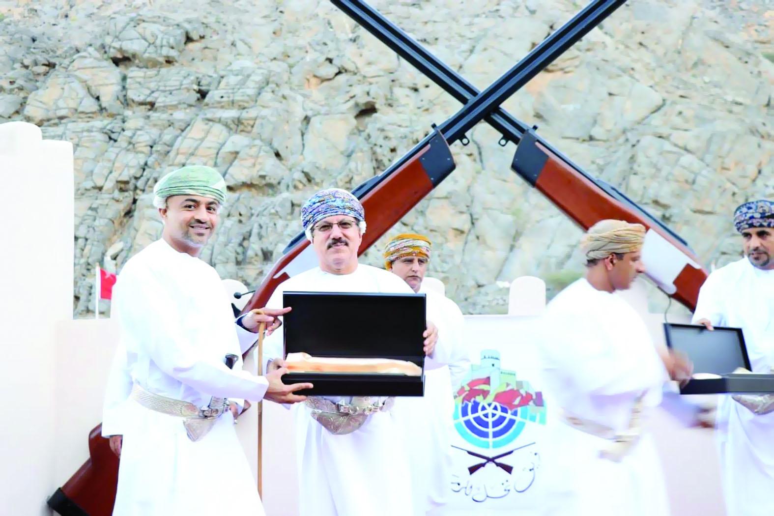 صحار الدولي يرعى مسابقة الرماية في نخل