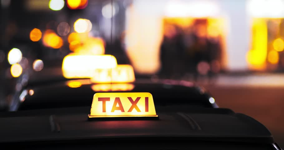 Ministry sets fine for illegal taxis at Muscat airport